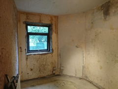 03.-bedroom-1-laminate-floor-and-skirting-removed-1