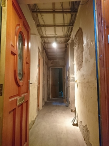 02.-h-old-ceiling-removed-old-plaster-removing-to-the-brickwork