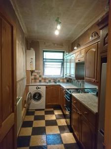 01.-kitchen-wallpaper-removed