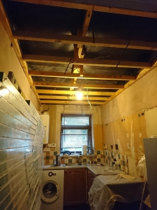03.-k-vapour-membrane-and-timber-frame-to-ceiling-new-lights-wire
