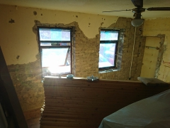 02.-lr-fake-wall-old-wool-and-old-plaster-removing-external-wall