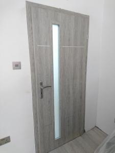 13.-lr-door-installation-4